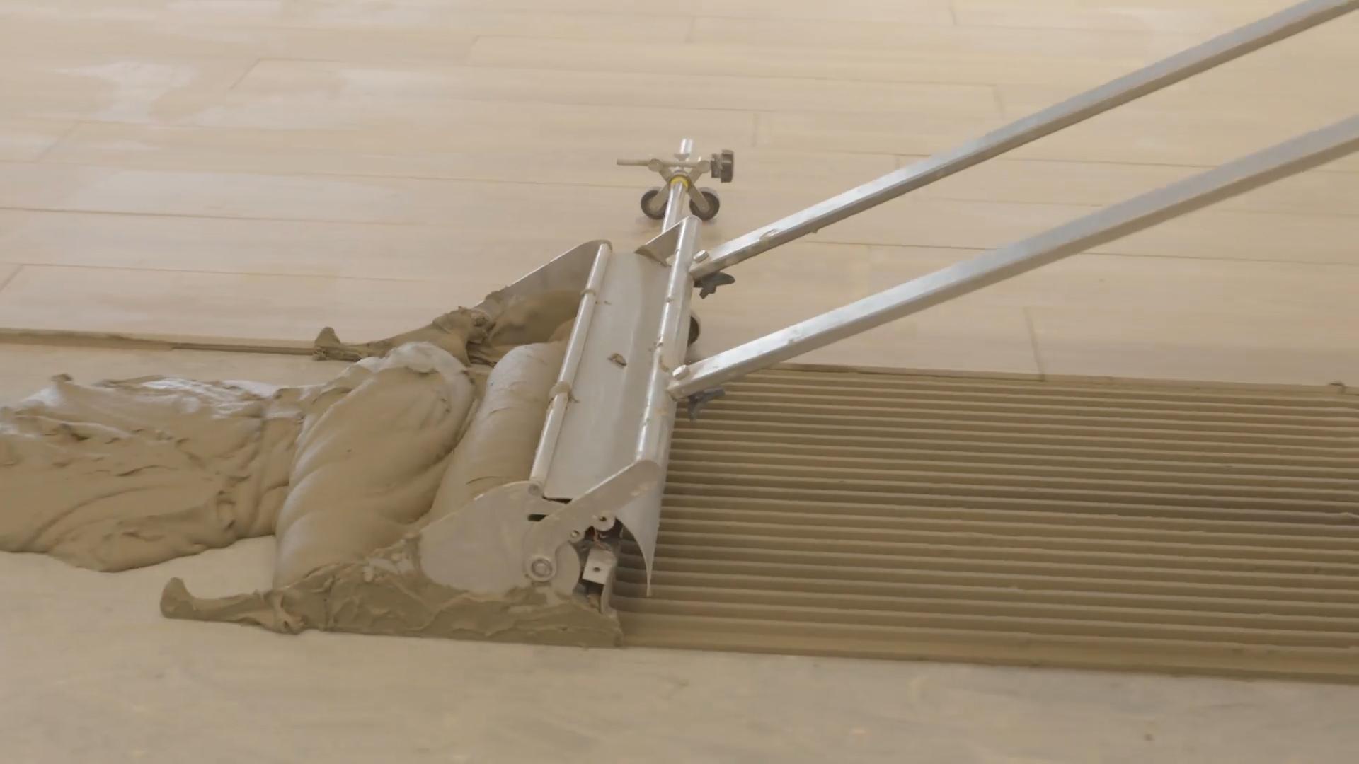 Displaceable Floor Trowel by Granit Milan
